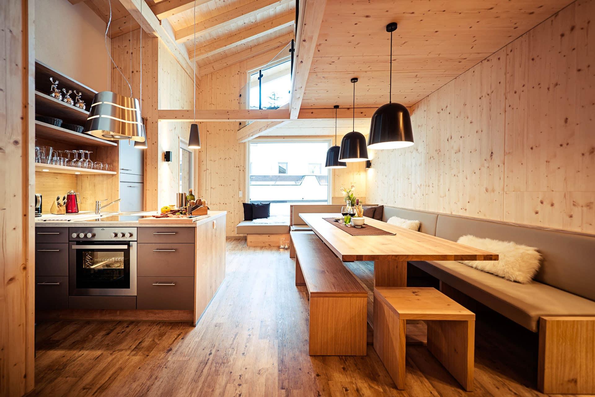 Großer Essbereich und Küchenblock