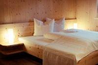 Ruhiger Schlaf in Betten aus Zirbenholz