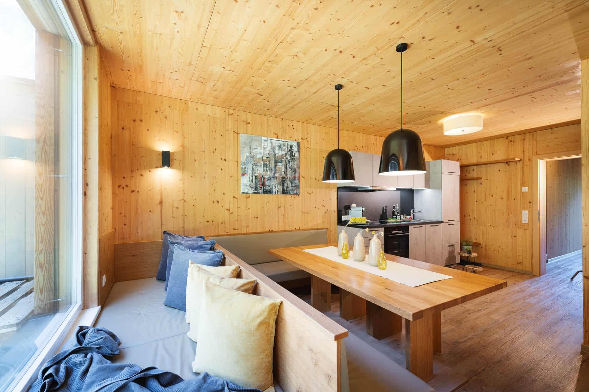 ferienhaus-zum-stubaier-gletscher-neugasteig-wald-kuechenbereich