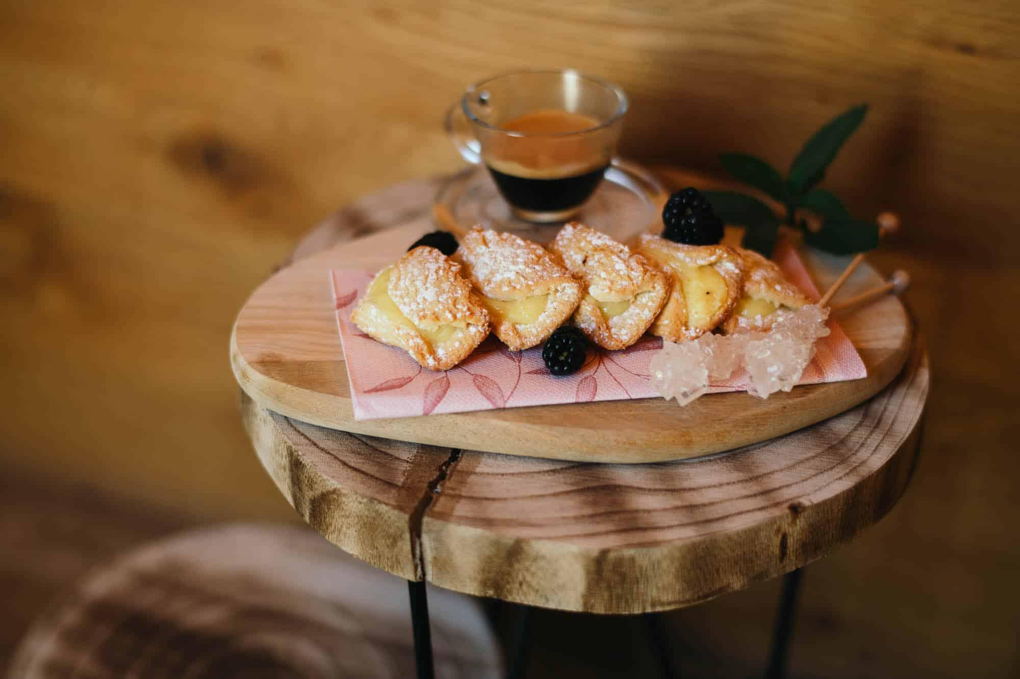 ferienhaus-zum-stubaier-gletscher-neugasteig-wald-kaffee
